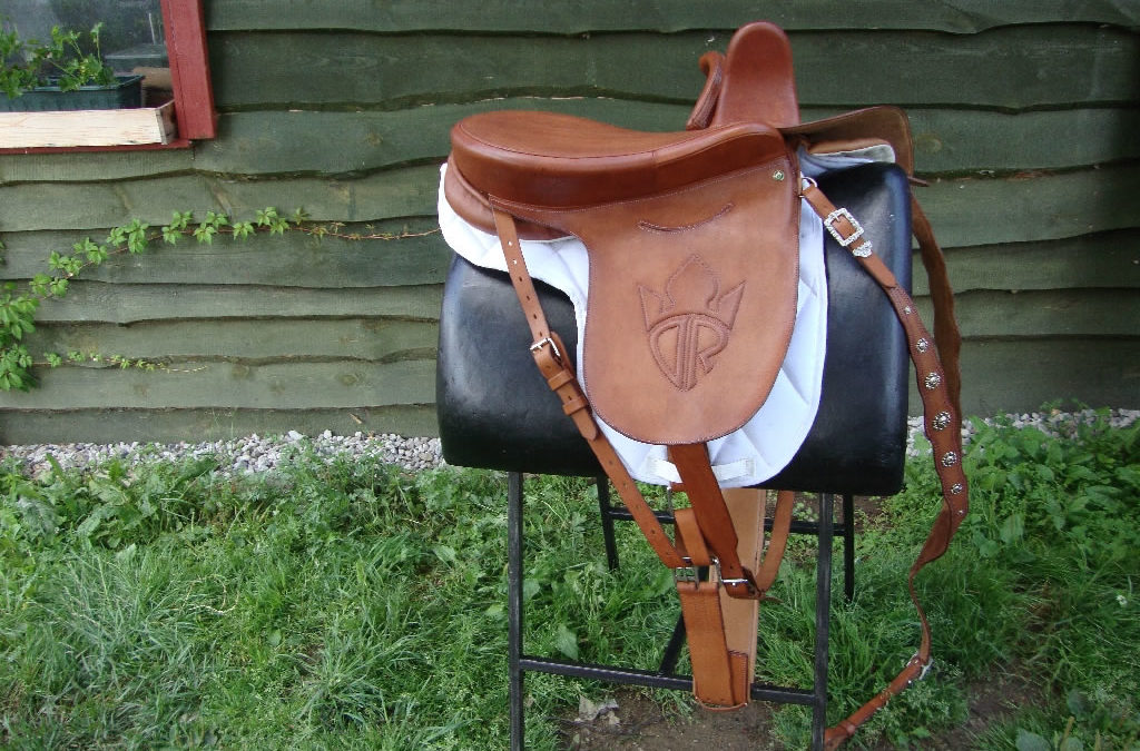 SADDLE RETRO